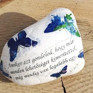 Feliratos kő, idézetekkel. :-), Kavics & Kő, Dekoráció, Otthon & Lakás, Decoupage, transzfer és szalvétatechnika, Festett tárgyak, Nagyméretű köveket festettem, dekopázsoltam és lakkoztam. Mintát és feliratot tettem rá. Kérheted má..., Meska
