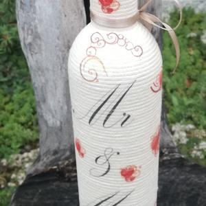 Mr és Mrs - zsinóros esküvői italos üveg. :-), Esküvő, Emlék & Ajándék, Decoupage, transzfer és szalvétatechnika, Pamutzsinórral tekert üveg, esküvői kínálónak vagy nászajándéknak. :-)\nAz üveg fél literes és szép f..., Meska