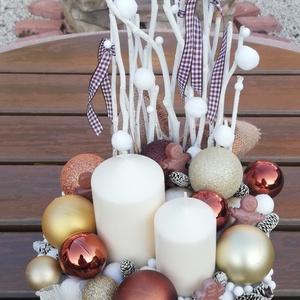 Mézike-asztaldísz karamell  gömbökkel. :-), Otthon & Lakás, Karácsony & Mikulás, Karácsonyi dekoráció, Decoupage, transzfer és szalvétatechnika, Festett tárgyak, Nagyméretű fa doboz, melyből egy karácsonyi asztaldíszt készítettem. :-)\nA dobozt festettem, az olda..., Meska