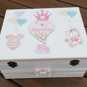 Nagyméretű babaváró doboz, transzfer-technikával. :-), Gyerek & játék, Baba-mama kellék, Gyerekszoba, Tárolóeszköz - gyerekszobába, Decoupage, transzfer és szalvétatechnika, Festett tárgyak, Nagyméretű fa doboz, mely egyedi ajándék lehet babaváráshoz, illetve kisbabád apró emlékeinek őrzésé..., Meska