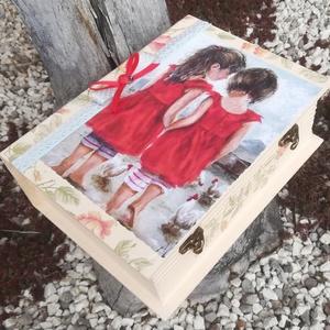 Nagyméretű könyvdoboz, bájos kislányokkal.  :-) - Meska.hu