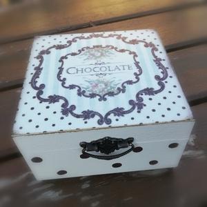 Csokis-teás doboz, egyedi mintával transzferálva.  :-), Otthon & lakás, Lakberendezés, Tárolóeszköz, Doboz, Decoupage, transzfer és szalvétatechnika, Festett tárgyak, Négy rekeszes, fa doboz, egyedi díszítéssel.  :-) Használhatod csoki vagy teafilter tárolására is. \n..., Meska