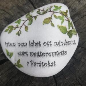 Barátok - nagyméretű kő. :-)  - Meska.hu