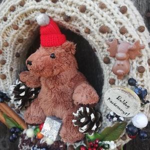 Macis karácsonyi ajtódísz. :-), Gyerek & játék, Gyerekszoba, Virágkötés, Ajtódísz készült macival egy kötött sálból. :-) A szalma alapot kötött anyaggal borítottam, mikulás ..., Meska