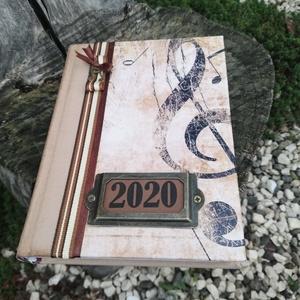 A Muzsikus 2020-as határidőnaplója. :-), Otthon & lakás, Naptár, képeslap, album, Naptár, Decoupage, transzfer és szalvétatechnika, Festett tárgyak, A zenész határidőnaplója. :-) Napi beosztású 2020-as határidőnapló, melyre egyedi mintát tettem és m..., Meska