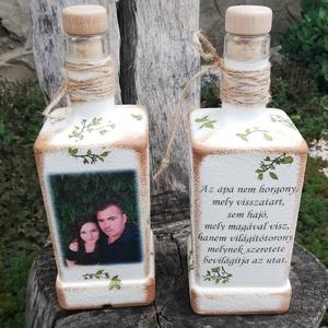 Fényképes szülőköszöntő-apaköszöntő italos üveg szett. :-), Szülőköszöntő ajándék, Emlék & Ajándék, Esküvő, Decoupage, transzfer és szalvétatechnika, Festett tárgyak, Festett üveg, esküvőre az apukáknak. Kérheted bármilyen mintával, felirattal, fotóval is. :-) Az üve..., Meska