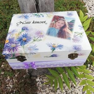 Fényképes, egyterű doboz, kislányoknak, transzfer-technikával. :-), Otthon & Lakás, Decoupage, transzfer és szalvétatechnika, Festett tárgyak, Fa doboz, mely egyedi ajándék lehet egy kislánynak, illetve kislányod apró emlékeinek.\nA termékeimen..., Meska