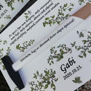Köszönő ajándék az apukáknak, anyukáknak, személyre szabottan. :-), Esküvő, Nászajándék, Kalapácsra írt üzenet az apukáknak. :-) A fa táblát és a kalapácsot festettem, transzfer technikával..., Meska