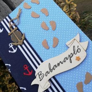 Feliratos babanapló, tengerész stílusban. :-), Játék & Gyerek, Babalátogató ajándékcsomag, Decoupage, transzfer és szalvétatechnika, Festett tárgyak, Az albumot mintás, minőségi vásznakkal vontam be. \nSzalaggal, babatappancsokkal, fém horgony-medálla..., Meska