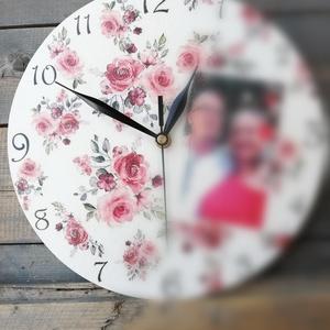 Fényképes falióra, egyedi virág mintákkal :-), Otthon & Lakás, Dekoráció, Falióra & óra, Decoupage, transzfer és szalvétatechnika, Festett tárgyak, Mintás és fotós falióra készült, mely szép kiegészítője lehet otthonodnak, de ajándéknak is egyedi v..., Meska