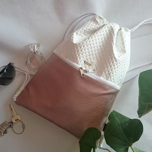 Tornazsák ,gymbag/ Hátizsák fehér-ROSEGOLD zsebbel, Táska, Divat & Szépség, Táska, Varrás, Ezt a táskát  fehér műbőrből készítettem, és színben harmonizáló design textillel béleltem. Kívül a ..., Meska