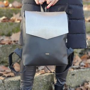 Kis Hátizsák fekete-ezüst, Táska & Tok, Hátizsák, Hátizsák, Varrás, Ezt a táskát fekete műbőrből készítettem,ezüst fedéllel, és színben harmonizáló design textillel bél..., Meska