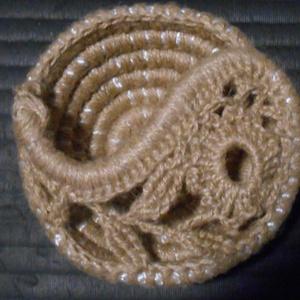 Bármitartó yin-yang kosár juta / kender zsinegből horgolva , Lakberendezés, Otthon & lakás, Kaspó, virágtartó, váza, korsó, cserép, Tárolóeszköz, Kosár, Horgolás, Vastag poliészter kötél vékony juta zsineggel való körbehorgolásával készült ez a kosár, a tetejét a..., Meska