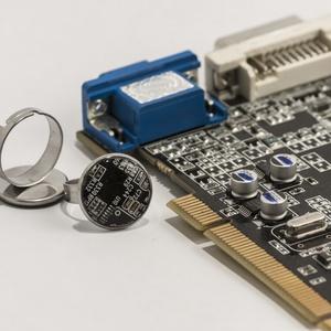 Gyűrű- számítógép alaplapból újrahasznosítva, Ékszer, Statement gyűrű, Gyűrű, Használt régi, rossz számítógépek alaplapjaiból 6 alapszínben készítünk különböző formájú és méretű ..., Meska