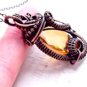 Rosegold krisály vörösréz nyaklánc/ medál, Ékszer, Medál, Nyaklánc, Egyedi, egyetlen példányban készült romantikus ékszer. 27 mm-es rosegold színű üveg kristályt foglal..., Meska