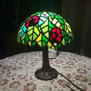 Katicás lámpa, Lakberendezés, Otthon & lakás, Lámpa, Hangulatlámpa, Gyerek & játék, Gyerekszoba, Gyerekbútor, Üvegművészet, Saját terveim alapján, Tiffany technikával készítettem ezt a katicás lámpát. A falevelek között öt k..., Meska