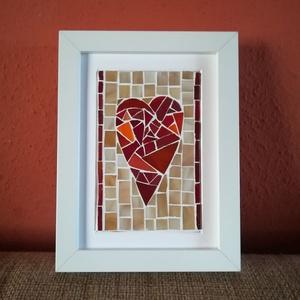 Üvegszív 2.0, Dekoráció, Otthon & lakás, Szerelmeseknek, Ünnepi dekoráció, Lakberendezés, Falikép, Mozaik, Üveglapra mozaikoztam a piros és a narancssárga különböző árnyalataiban pompázó üvegdarabkákból ezt ..., Meska