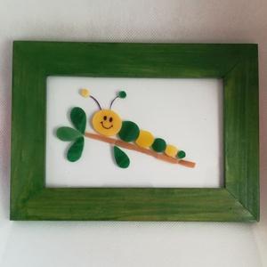 Kis kukac - mozaik kép, Otthon & lakás, Dekoráció, Lakberendezés, Falikép, Kép, Gyerek & játék, Gyerekszoba, Mozaik, Üveglapra mozaikoztam zöld és sárga üvegdarabkákból ezt a kedves kis kukacot. A fa keretet zöldre fe..., Meska