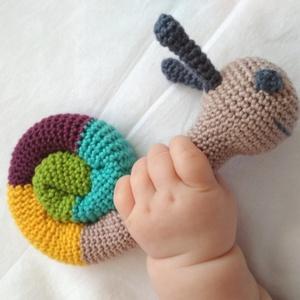 Csiga csörgő, Játék, Gyerek & játék, Játékfigura, Baba játék, Horgolás, Horgolt babajáték, aminek a fejében elhelyeztem egy csörgőt. Így elég érdekes a babának, de nem zava..., Meska