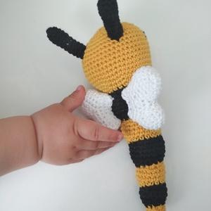 Méhecske csörgő, Gyerek & játék, Játék, Baba játék, Játékfigura, Horgolás, Horgolt babajáték, aminek a fejében elhelyeztem egy csörgőt. Így elég érdekes a babának, de nem zava..., Meska