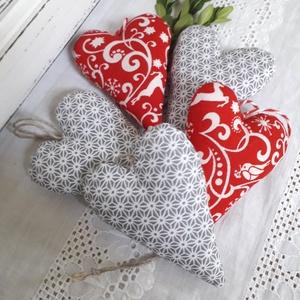 Karácsonyi dekorációs szívek, Karácsonyi dekoráció, Karácsony & Mikulás, Otthon & Lakás, Varrás, Karácsonyi dekorációs szívek,karácsonygadísz,ajándékkísérő.\nMéret:6x8 cm.\nAz ár öt databra vonatkozi..., Meska