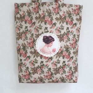 Rózsás romantika-táska,szatyor, Táska, Divat & Szépség, Táska, Szatyor, Varrás, Romantikus lelkű hölgyeknek készült táska,szatyor,rózsamintás pamutvászonból.\nElejét hölgy rózsával ..., Meska