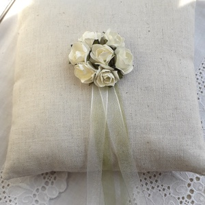 AKCIÓ!!! - 25 %   Gyűrűpárna-Rózsás, Gyűrűtartó & Gyűrűpárna, Kiegészítők, Esküvő, Varrás, Lenvászonból készült gyűrűtartó párna.\n14x14 cm, Meska