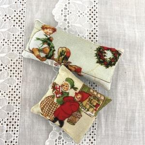 Karácsonyi levendula párnák, Otthon & Lakás, Dekoráció, Illatzsák, Varrás, Karácsonyi levendulapárnák .\nLevendulával és vatelinnel töltve.\nMéret:\n9 x 4 cm\n6 x 5 cm., Meska