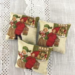 Karácsonyi levendula párnák, Otthon & Lakás, Dekoráció, Illatzsák, Varrás, Karácsonyi levendulapárnák .\nLevendulával és vatelinnel töltve.\nMéret:6 x 5 cm., Meska