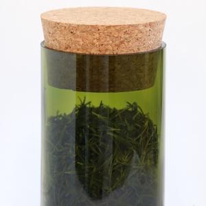 Zerowaste zöld színű üvegtároló parafa tetővel, NoWaste, Otthon & lakás, Konyhafelszerelés, Fűszertartó, Lakberendezés, Tárolóeszköz, Üvegművészet, Boros palack újrafelhasználásával készített üvegtároló, parafa tetővel. Az üveget kézzel vágtam és ..., Meska