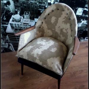Retro Fotel , Bútor, Otthon & lakás, Szék, fotel, Varrás, Famegmunkálás, Régi alapmodell újragondolva....\n\n1950-60 évekből teljesen felújított fotel\n\nEgyedi bútorszövettel é..., Meska