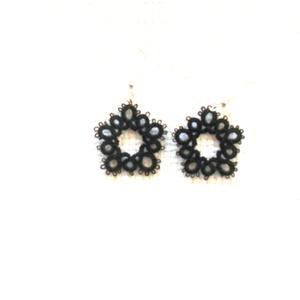 fekete hajócsipke fülbevaló, Ékszer, Fülbevaló, Lógó fülbevaló, Mérete: 2 cm.+2 cm akasztó. Fekete vékony  pamutcérnából készült.     , Meska