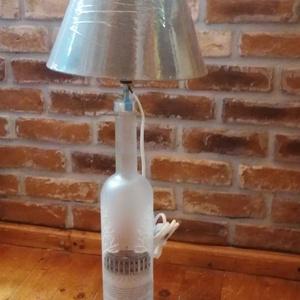 1.75 literes Vodkás üveg asztali lámpa, Otthon & lakás, Lakberendezés, Lámpa, Asztali lámpa, Fémmegmunkálás, 1.75 literes Vodkás üvegből asztali lámpás !\n .\nMagassága 72 cm.\n\nCsak személyes átvétel lehetséges ..., Meska