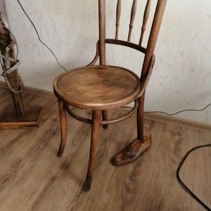 Thonet jellegű régi furcsa szék 1., Otthon & lakás, Bútor, Szék, fotel, Lakberendezés, Famegmunkálás, Érdekessége ,hogy hajdani hovatartozását felfestették az aljára .  Egy letűnt rendszer hagyatékából ..., Meska