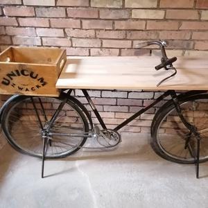 Veterán kerékpár asztal ,tároló, Otthon & Lakás, Bútor, Más bútor, Fémmegmunkálás, Famegmunkálás, Veterán (hibrid ) bringából asztal , tároló .\n\nAzoknak ajánlanám akik bátrak és egyediek a lakberend..., Meska