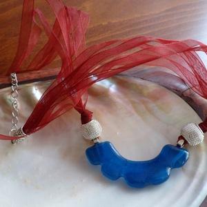 tenger hullámai, Ékszer, Medál, Félköríves, csipkésnek ható üvegmedált készítettem, amelynek kékje a tenger hullámzását idézi. A med..., Meska