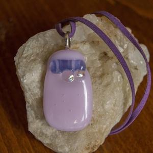 Rózsaszín domború, Ékszer, Medál, Nyaklánc, Rózsaszín üvegből olvasztottam ezt a medált, melynek felületére lila-kékes csík és két áttetszően sz..., Meska