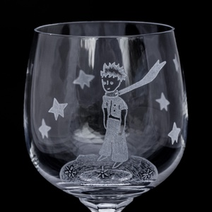 Kis herceg borospohár, Otthon & Lakás, Konyhafelszerelés, Pohár, Gravírozás, pirográfia, Kézi gravírozott bohémia kristály pohár kis herceg motívummal.\n\nSzín: áttetsző\nŰrtartalom: 150/190 m..., Meska
