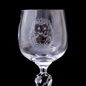 Süni borospohár, Konyhafelszerelés, Otthon & lakás, Bögre, csésze, Férfiaknak, Sör, bor, pálinka, Gravírozás, pirográfia, Kézi gravírozott bohémia kristály pohár süni motívummal.\n\nSzín: áttetsző\nŰrtartalom: 190 ml\n..., Meska