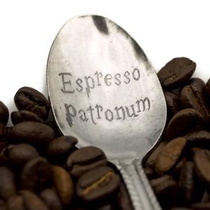 Espresso Patronum kiskanál, Konyhafelszerelés, Otthon & lakás, Bögre, csésze, Férfiaknak, Konyhafőnök kellékei, Gravírozás, pirográfia, Kézi gravírozott kiskanál.\nAnyaga: rozsdamentes acél\n\nTedd egyedivé!\nA kanál nyelére név, vagy évszá..., Meska