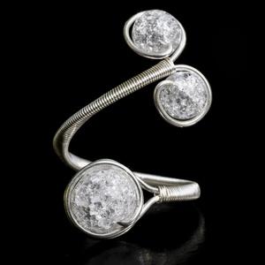 Ezüst hegyikristály gyűrű, Ékszer, Gyűrű, Többköves gyűrű, Ékszerkészítés, Egyedi, kézzel készült hegyikristály gyűrű.\n8 mm-es és 6 mm-es roppantott hegyikristály ásványgyöngy..., Meska