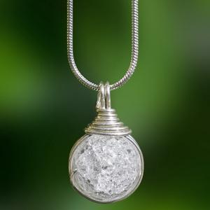 Ezüst hegyikristály medál, Ékszer, Medál, Nyaklánc, Egyedi, kézzel készült hegyikristály medál. 12 mm-es hegyikristály ásványgyöngy ezüst dróttal beteke..., Meska
