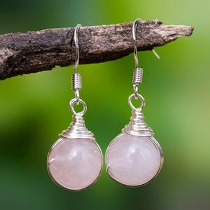 Ezüst rózsakvarc fülbevaló, Ékszer, Esküvő, Esküvői ékszer, Fülbevaló, Egyedi, kézzel készült beakasztós rózsakvarc fülbevaló. 10 mm-es rózsakvarc ásványgyöngy ezüst drótt..., Meska