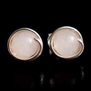 Ezüst rózsakvarc fülbevaló, Ékszer, Fülbevaló, Pötty fülbevaló, Ékszerkészítés, Fémmegmunkálás, Egyedi, kézzel készült bedugós rózsakvarc fülbevaló.\n6 mm-es rózsakvarc ásványgyöngy ezüst dróttal b..., Meska
