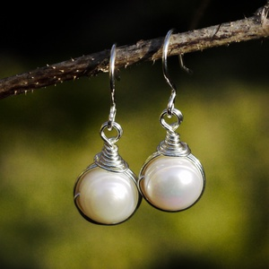 Ezüst gyöngy fülbevaló, Ékszer, Esküvő, Esküvői ékszer, Fülbevaló, Egyedi, kézzel készült beakasztós tenyésztett gyöngy fülbevaló. Gyöngy mérete: kb 10 mm  Ékszerdrót ..., Meska