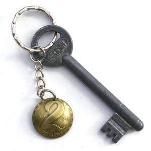 Bélás kulcstartó, Táska & Tok, Kulcstartó & Táskadísz, Kulcstartó, Fémmegmunkálás, Kézi domborított 2 Ft-os érme kulcstartó.\n\nÉrme átmérője: kb 22mm\n\nAz évszám eltérhet a képen láthat..., Meska