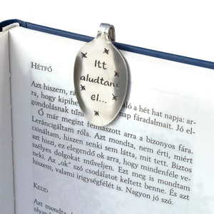 Itt aludtam el..., Otthon & Lakás, Papír írószer, Könyvjelző, Kanálból készült könyvjelző kézi gravírozással díszítve.  Anyaga: rozsdamentes acél Mérete: teáskaná..., Meska