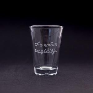 Az ember tragédiája, Otthon & Lakás, Konyhafelszerelés, Pohár, Gravírozás, pirográfia, Kézi gravírozott pálinkás pohár.\n\nŰrtartalom: kb 60ml\nSzín: áttetsző\nAnyag: üveg, Meska