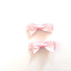 Rózsaszín kicsi masnis hajcsat, Táska, Divat & Szépség, Hajbavaló, Ruha, divat, Hajcsat, Ékszerkészítés, Varrás, Ezt az aranyos kicsi masnit rózsaszín szalagból készítettem, 4,5 cm-es aligátor hajcsatra helyeztem ..., Meska