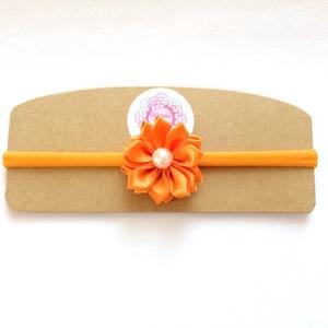 Narancssárga virágos puha rugalmas hajpánt, fejpánt, Táska, Divat & Szépség, Hajbavaló, Ruha, divat, Hajpánt, Varrás, Ékszerkészítés, A virágot szatén szalagból készítettem, a fejpánt nagyon puha és rugalmas . A virág közepén gyöngy t..., Meska
